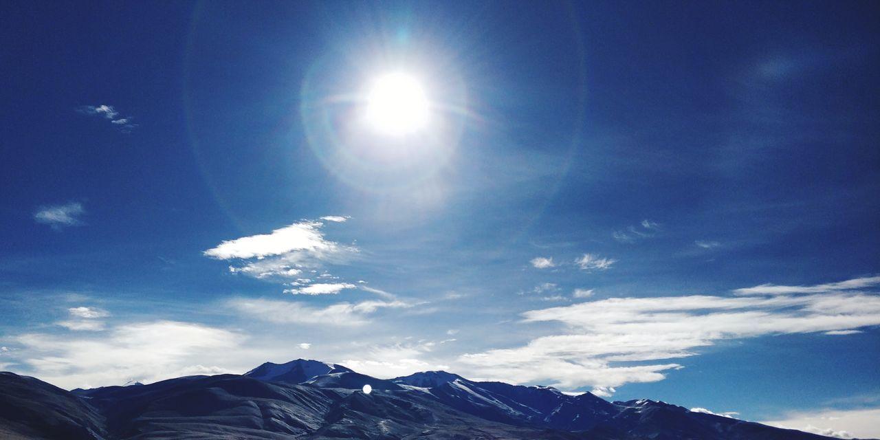 Sun n rays Clouds And Sky Mountain Range Sun Sunlight Astronomy Mountain Snow Star - Space Blue Galaxy Winter Mountain Peak Shining Sunbeam Lens Flare Sky Only Silhouette