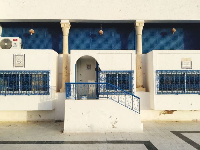 Cortile di una moschea Islamic Architecture Islam Religion Religious Architecture Tunisi Tunis Tunisia Moschea EyeEm Selects Architecture Built Structure Building Exterior Wall - Building Feature No People Day Building Blue