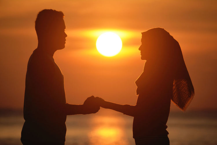 Sunset Sun Two People Silhouette Love Spirituality Togetherness Adult Orange Color People Women Couple - Relationship Standing Religion Beauty In Nature Dating Men Outdoors New Life Live For The Story The Great Outdoors - 2017 EyeEm Awards The Portraitist - 2017 EyeEm Awards EyeEmNewHere Place Of Heart