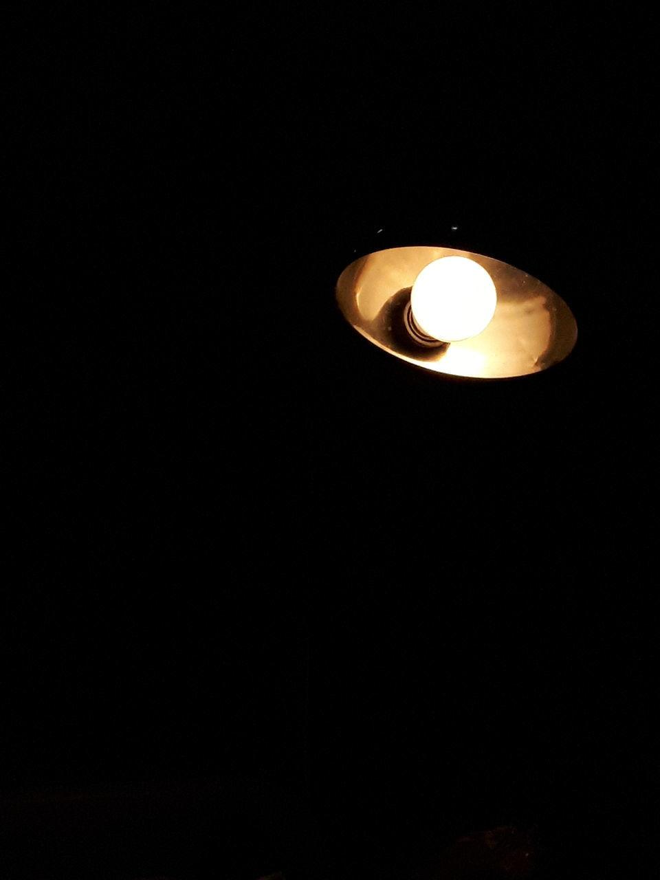 illuminated, flame, copy space, candle, glowing, lighting equipment, heat - temperature, darkroom, studio shot, burning, no people, black background, tea light, indoors, close-up