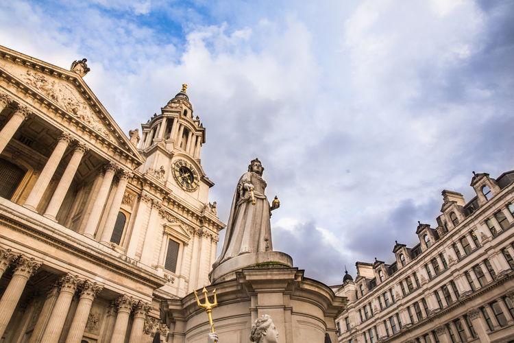 St. Paul's Cathedral and the statue of Queen Anne in London. Low angle view. Sculpture Architecture Built Structure Sky Low Angle View Statue St Paul's Cathedral Place Of Worship Human Representation Building Famous Place Building Exterior London No People History Cloud - Sky Queen Anne Statue Roman Catholic Church