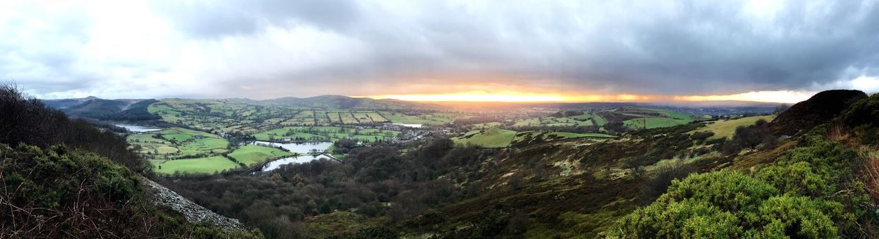 Back to last weekend's cold and wet days Landscape Cheshire Countryside England Northwest Greenbelt Macclesfield LANGLEY Reservoir Forest Farm Life Farms Sky Dusk Anochecer