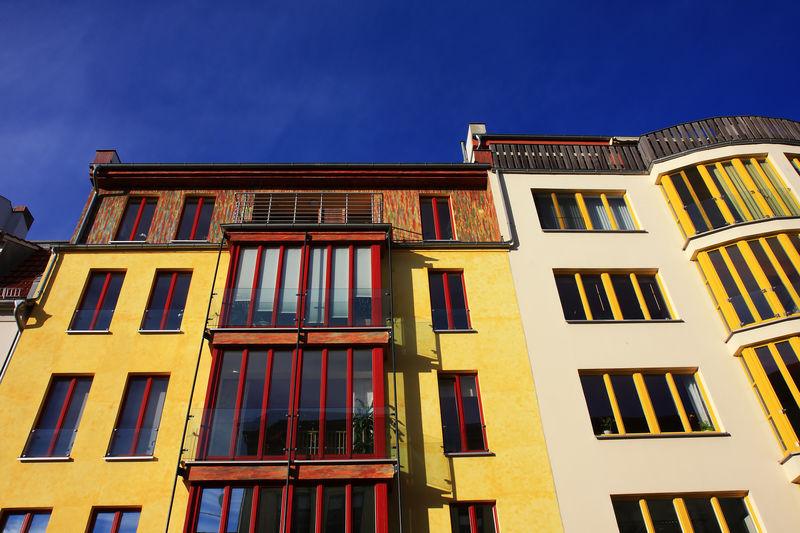 Berlin Häuser Fassaden Berlin Leben Architecture Balcony Blue Building Exterior Built Structure City Clear Sky Day Fassaden Low Angle View Mieten No People Outdoors Schöner Wohnen Sky Window Wohnen Yellow