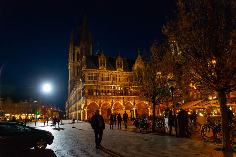 Night Building Exterior Illuminated Built Structure Architecture City Tree Group Of People Real People Building Nature Large Group Of People Travel Destinations Tourism Sky Crowd Travel Outdoors