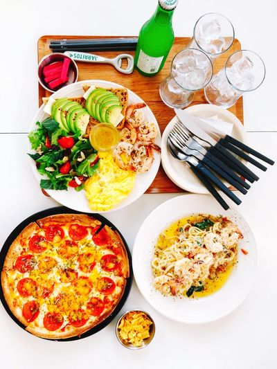 Pourallday Jarritos Sandwich Avocado Sandwich Shrimp Avocado Sandwich Pizza Peperonipizza Linguine Lemon Garlic Shrimp Linguine Plate Food And Drink Food Indoors  Table No People Ready-to-eat High Angle View Healthy Eating Day