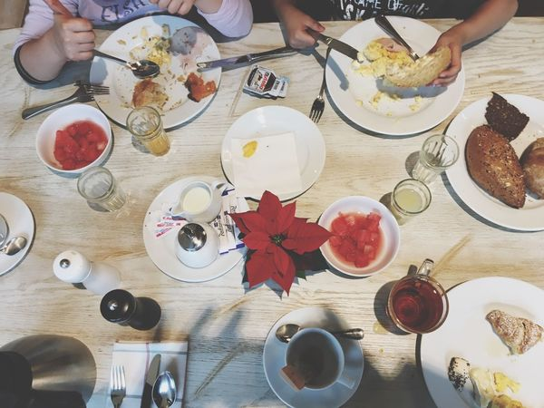 Plate Table Food And Drink Food High Angle View Healthy Eating Eating Real People Freshness Dining Table Lifestyles Bowl Breakfast Indoors  Sitting Healthy Lifestyle Meal Togetherness Bread Human Hand Family Breakfast