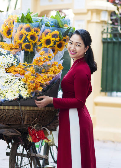 Beautiful asian woman Asian Woman Beautiful Asian Woman Woman Bouquet Flower Flowering Plant One Person Outdoors Plant
