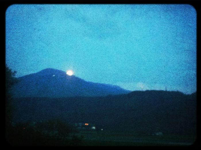 der Mond ist aufgegangen… Hiding Moon Rising Moon Moonrise
