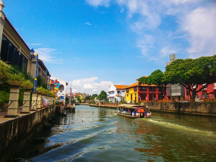 River in the city's historic malacca malaysia. Malacca,malaysia City River Historic Landscape View House Cloud Sky Tourism Boat Outdoors Watertown Tree Street Building Beautiful Town ASIA Travel Destination Bridge Natural Wall Traditional