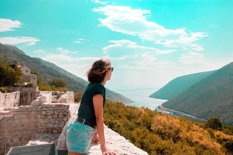 smelling summer adventures Girls EyeEmNewHere EyeEm Nature Lover Go Higher Women Young Women Curly Hair Standing Beautiful Woman Adventure Full Length Mountain Sky Horizon Over Water Tranquil Scene Tranquility Idyllic Scenics Coast Sea Countryside
