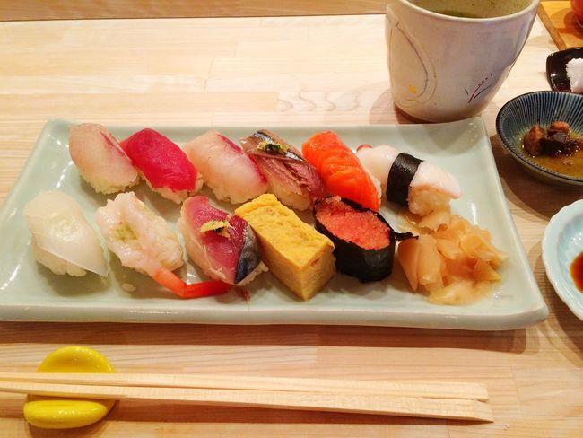 回ってない寿司食べられるようになんたんだなぁ、と思うも、ランチだからこそ安くいただける寿司。美味しゅうございました。 Sashimi  Wasabi Sushi すし 寿司 握り