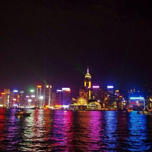 The HongKong Skyline 😘 VictoriaHarbor Instagood Poormanstravel Travel Hk Brightlights DancingLights Instatravel Instafun Gypsysnapper Pentax Pentaxkr 🌆🌃⚓️🚢