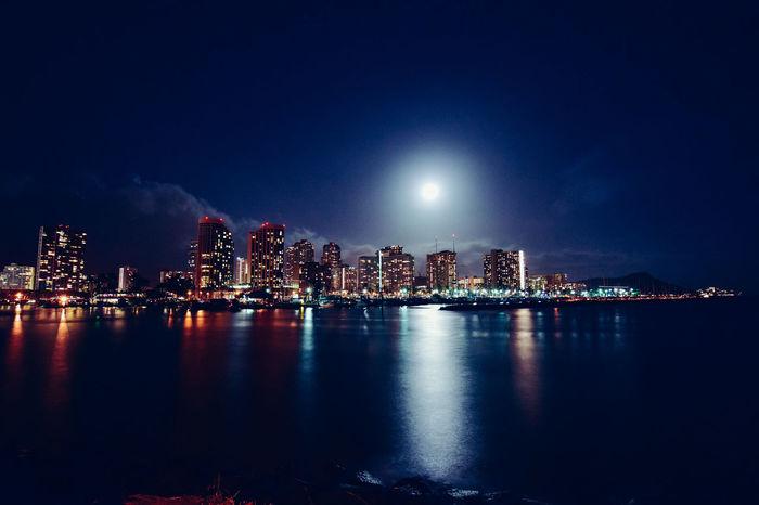 Full moon over Waikiki Beachphotography EyeEm Best Shots Only In Hawaii Living On Borrowed Time Astrophotography Nightphotography Oahu, Hawaii Waikiki Moon Sky