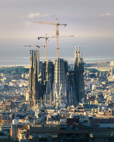 A shot of the Sagrada Família Barcelona EyeEmNewHere Architecture Building Building Exterior Built Structure Business City Cityscape Cloud - Sky Construction Industry Crane - Construction Machinery Development Industry Machinery Nature No People Outdoors Sagrada Familia Sky Travel Travel Destinations