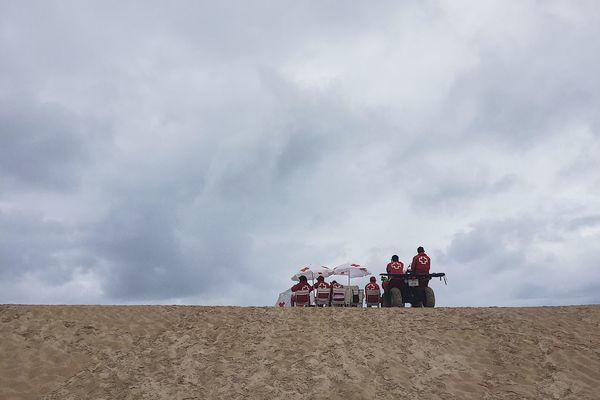 Baywatch Umbrella Sombrilla Motorway Motorcycle Arena Cantabria Surf Somo Santander #somo #surf #cantabria #sea Cruzroja  Beachphotography Beach Playa Bay Baywatch Sand Real People Sky Cloud - Sky Men Lifestyles Vacations Nature Adult People Day Outdoors