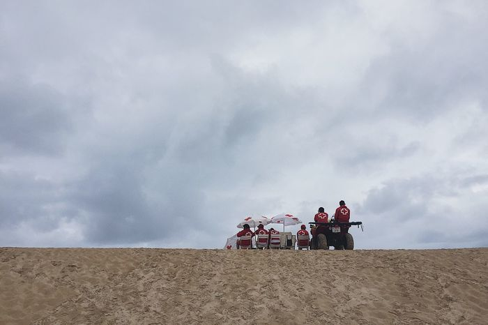 Baywatch Umbrella Sombrilla Motorway Motorcycle Arena Cantabria Surf Somo Santander #somo #surf #cantabria #sea Cruzroja  Beachphotography Beach Playa Bay Baywatch Sand Real People Sky Cloud - Sky Men Lifestyles Vacations Nature Adult People Day Outdoors