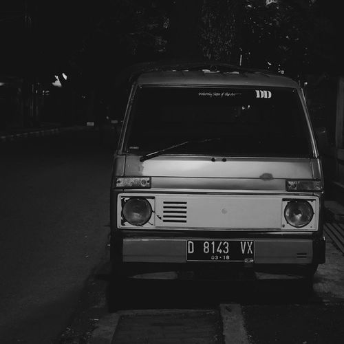 The Lonely Moment from Midnight Silent. Photography Streetphotography Streetbnw Explore bandung indonesiaonthestreets instapict instaedit instavsvsco instadaily instamood instagood like like4likes tag4likes share4friend ig_bandung ig_indonesian vsco vscoedit vscobnw vscogood vscodaily vscoaddict vscocam udatommo