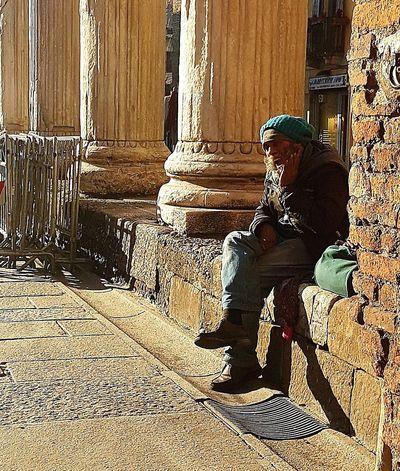 One Person People Architecture Outdoors Portrait Photography Man Breathing Space Investing In Quality Of Life The Street Photographer - 2017 EyeEm Awards Cityscape The Great Outdoors - 2017 EyeEm Awards Streetphotography Milano EyeEm Selects EyeEmNewHere City Street Homeless Homeless Man