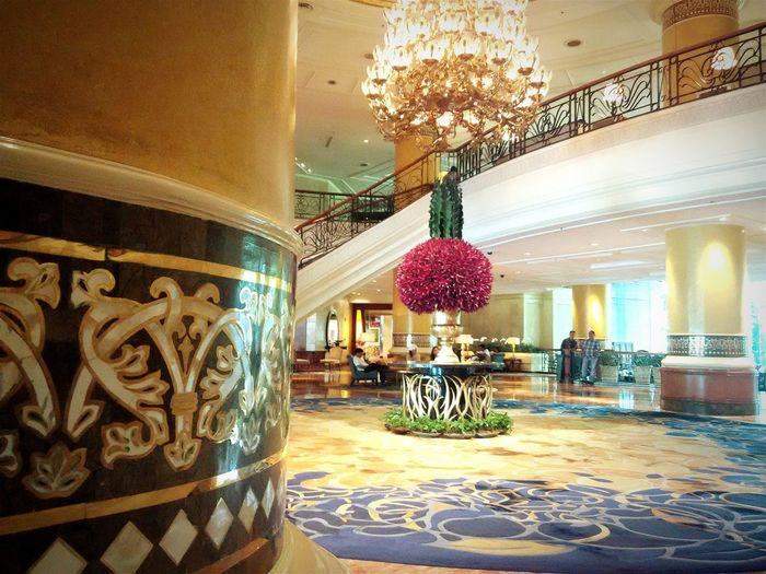 Shangri-la #Philippines Patiently Waiting Hotel Lobby Cellphone Photography Makatiphilippines Random Photos Eyeem Philippines