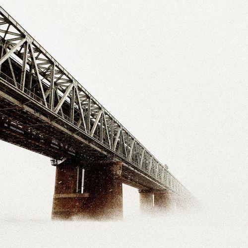 Хабаровский мост через реку Амур. Хабаровск дальнийвосток Mylife Vscomobile#city#ig_khabarovsk#foto#instagram #lgg6 #зима#холод#вьюга#метель No People Day Bridge - Man Made Structure Clear Sky Sky