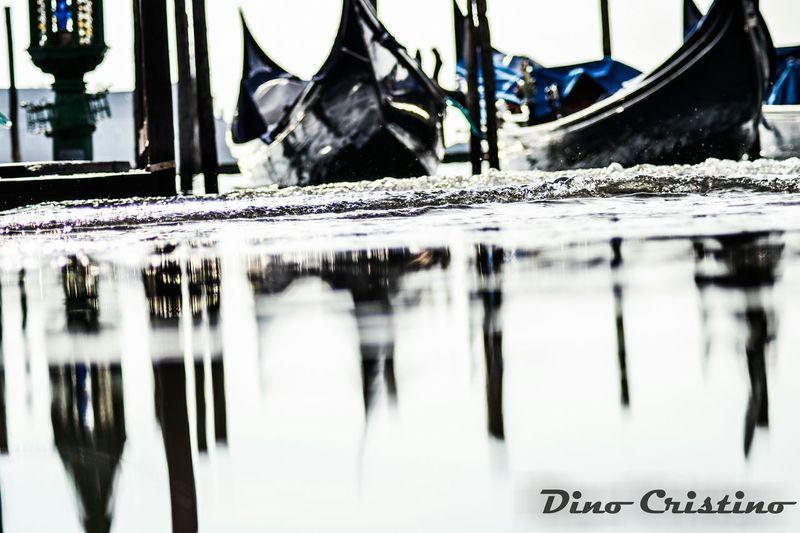 Dino Cristino Venezia Veneto Venice Italy Italia Acqua Riflessi Ombre Acqua Alta Controluce Atmosfera Scenario Gondola Luci Cielo Nuvole Prospettiva Ritratto Street Photography Street Art Street Photo My Favorite Photo