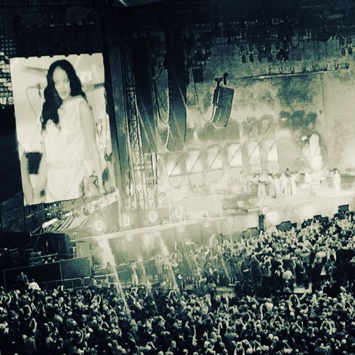 Large Group Of People Crowd Stage - Performance Space People Rihanna Umbrella Rihannalife Concert Photography Stadium