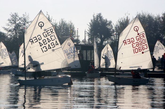 Boats⛵️ Elfrather See Regatta Weekend Childhood Optimist Sailing Refelctions Sailing Boats Sports