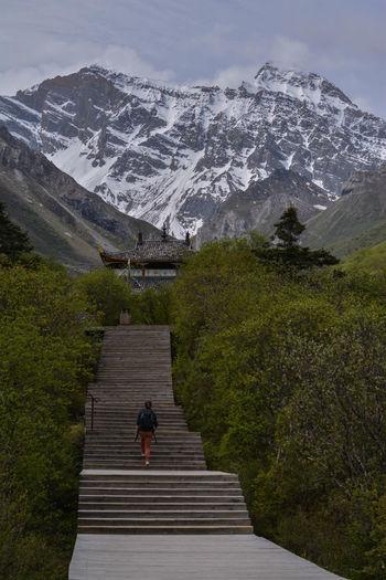 Full Length Winter Men Sky Non-urban Scene Tranquil Scene Hiker Steps And Staircases Mountain Road Scenics Mountain Peak