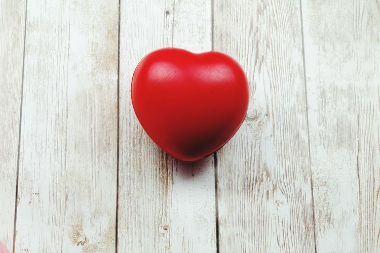 Heart shape ball on wooden background Heart Shape Red Heart Heart ❤ Love ♥ Love Wooden Background Copy Space Copyspace Background Hearts Medical Concept Conceptual Red Celebration Wood - Material Close-up Valentine Card I Love You Valentine Day - Holiday