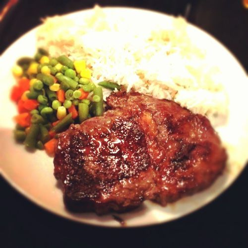 Steak, steamed vegetables and white rice. Home made ;-)