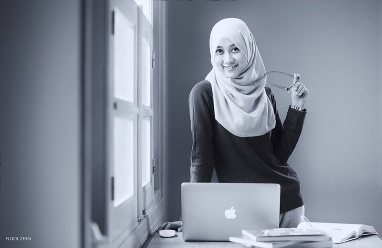 Work Hijab Hijabstyle  Hijabers Blackandwhite Black And White Monochrome