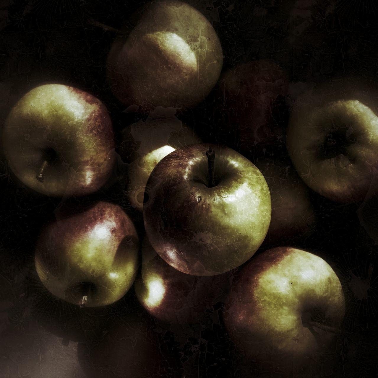 healthy eating, fruit, food and drink, freshness, food, apple - fruit, studio shot, no people, indoors, close-up, black background, day