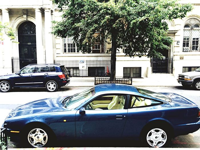 James Bond des Nineties Aston Martin Upper East Side New York