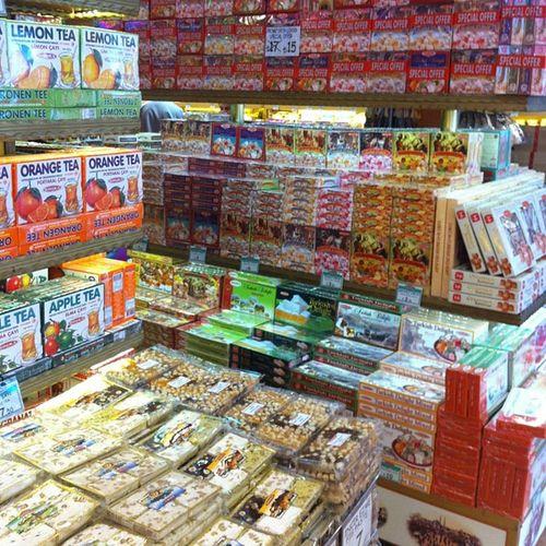Ramazan vakti Iftar oncesi hazırlıklar Koska Helva seker candy delight lokum cikolata istanbul istiklal taksim yemek food baklava pismaniye