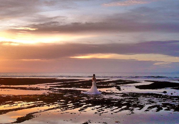 The bride 👰 Summer Memories 🌄 Sky And Clouds Life Is A Beach Popular Silhouette Clouds And Sky Light And Shadow Landscape Showcase March Sea And Sky Sunset Silhouettes Sunset Water Reflections The Wedding EyeEm Best Shots Beauty Wedding Landscapes With WhiteWall The KIOMI Collection
