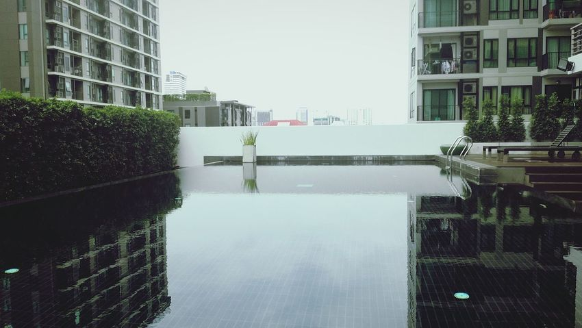 Architecture Rooftopphotography Rooftoppool Bangkoklifestyle Building Terrace Poolsideview Spiegelungen Im Wasser Reflection Poolreflection Bangkok View Bangkok Life Luxuriouslife Luxuryliving EyeEmNewHere