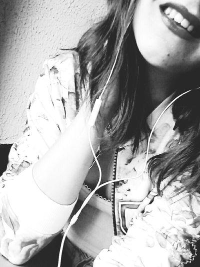 Me Girl Musique Smile Souriretouslesjours  Flowers Veste Fleurs