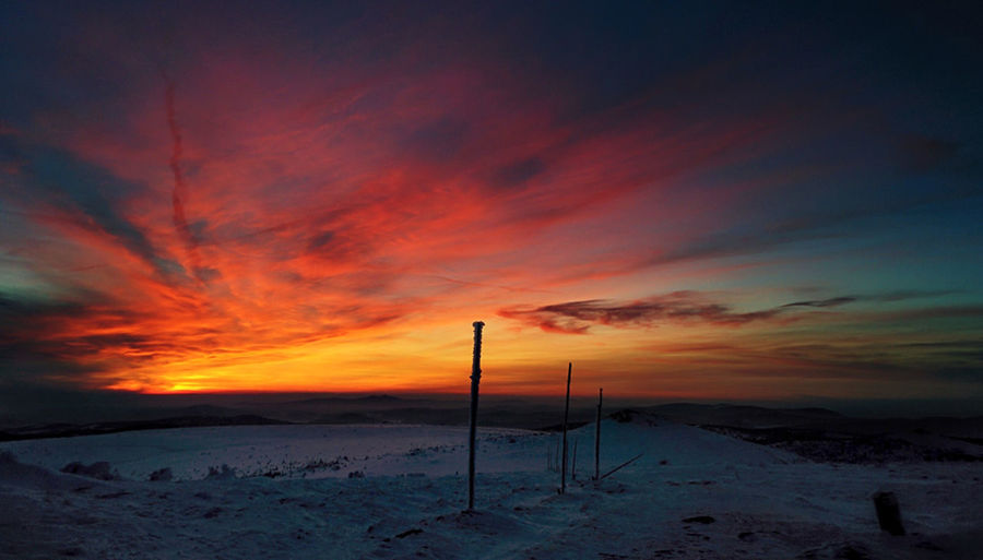 Beautiful sunset in Karkonosze mountains, Poland 2016 Nexus Nexus5 Nexus5photography Nexus5 Photography Mobilephotography Karkonosze Karkonoszemountains Karkonoskiparknarodowy Sniezne Kotly Winterholiday Wintertime Snow Sunset Sunsetcolors
