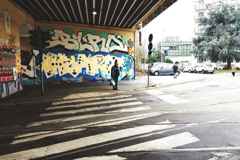 Lifestyles Real People Men Day City Adult Outdoors Streetphotography Street Photography Graffiti Graffiti Wall Urban Landscape