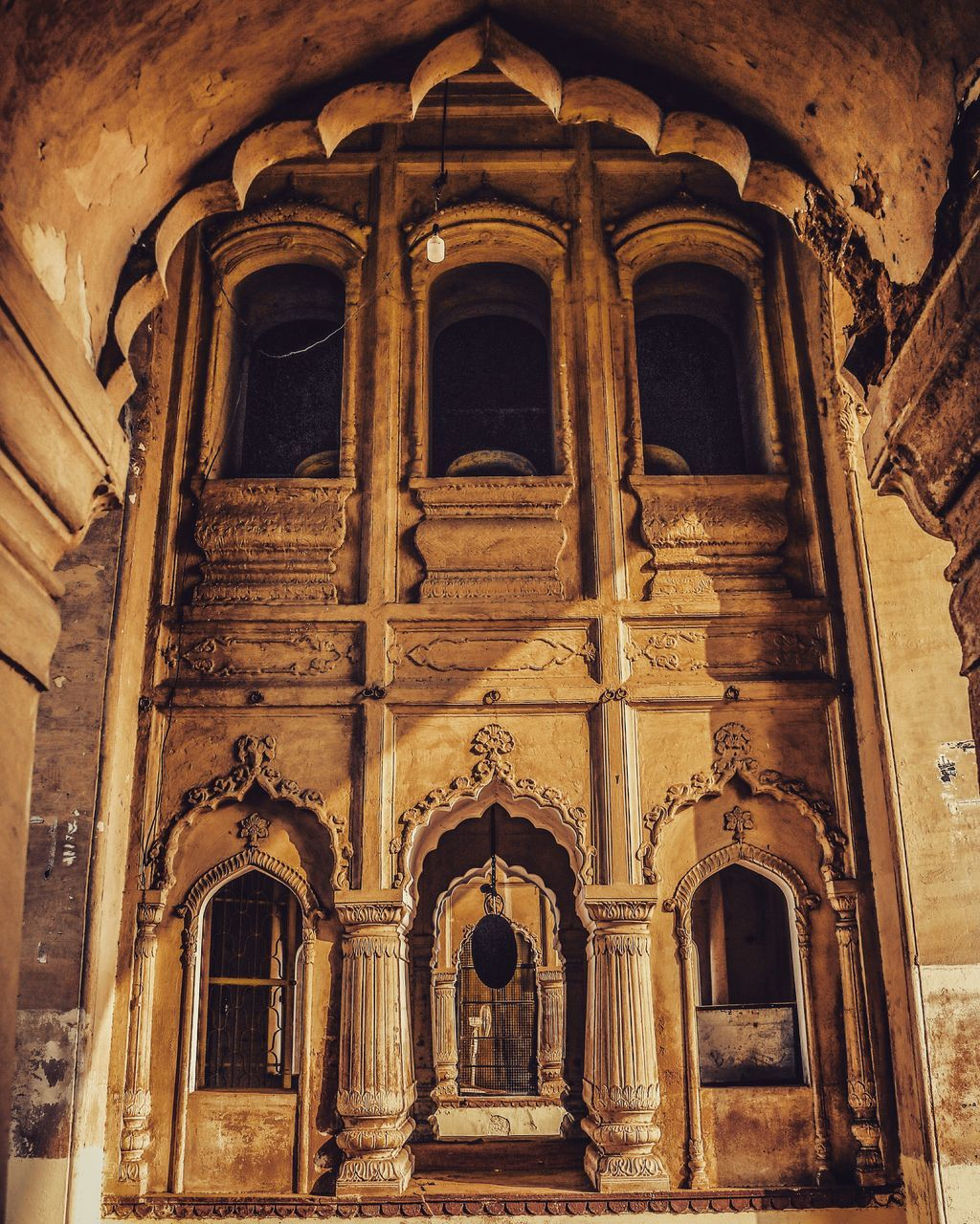 arch, architecture, built structure, history, low angle view, no people, place of worship, indoors, day, building exterior
