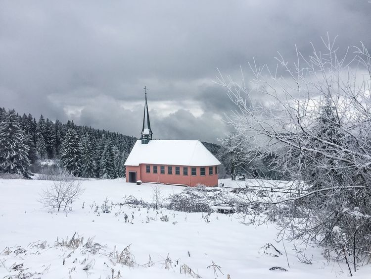 Red mountain chapel in the snow ❄️⛪️🌲 Red Mountain Chapel Snow White Trees Landscape Noperson Mountain SceneryWinter Weather Architecture Built Structure Building Exterior Cold Temperature House Tree Sky Cloud - Sky Nature Outdoors No People Day Beauty In Nature