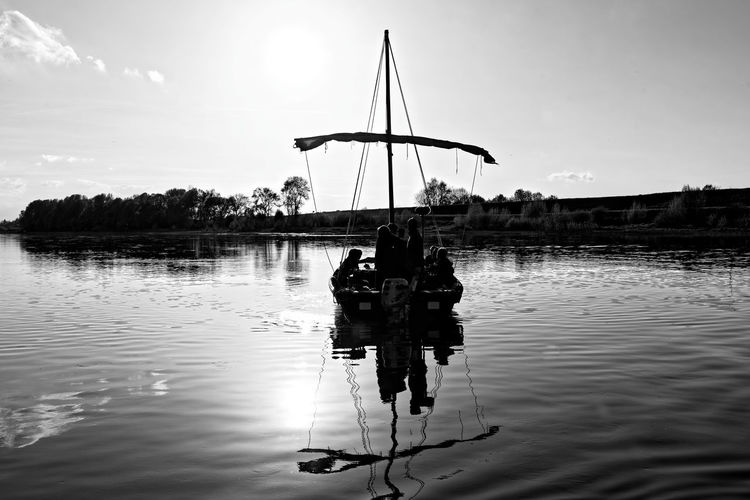 Water Reflection Nature Beauty In Nature Scenics - Nature France Touraine Loire Blackandwhite Black And White Touei-cho Bateau River Outdoors Sunlight Mode Of Transportation Travel