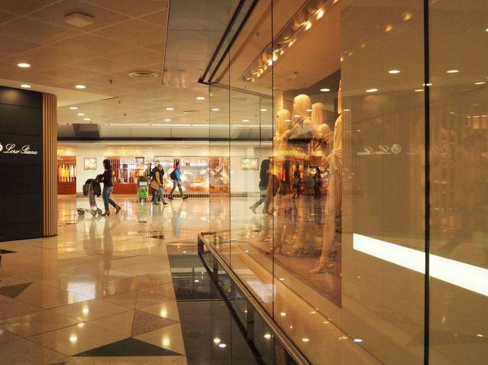 Store Retail  People Indoors  Adult Customer  Men City