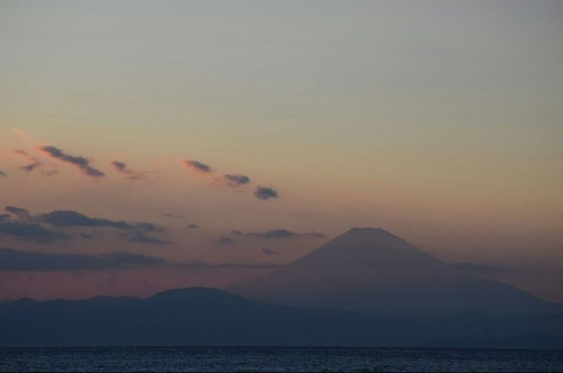『 End your day with a SMILE, a happy THOUGHT and a grateful HEART. 』 |🗻🌅🌊 神奈川横須賀市からの 夕暮れ 。🗻After sunset and dusk seen from Yokosuka, Kanagawa-prefecture, one late spring. | カコソラ 夕暮れ時 Dusk Twilightscapes Seascape Sea And Sky Yokosuka Beauty In Nature Scenery Shots Tranquil Scene From My Point Of View EyeEm Best Shots - Nature EyeEmNewHere EyeEm Gallery NoEditNoFilter Full Frame EyeEm Best Shots - Sunsets + Sunrise EyeEm Best Shots - Landscape Mynikonlife Nikonphotography