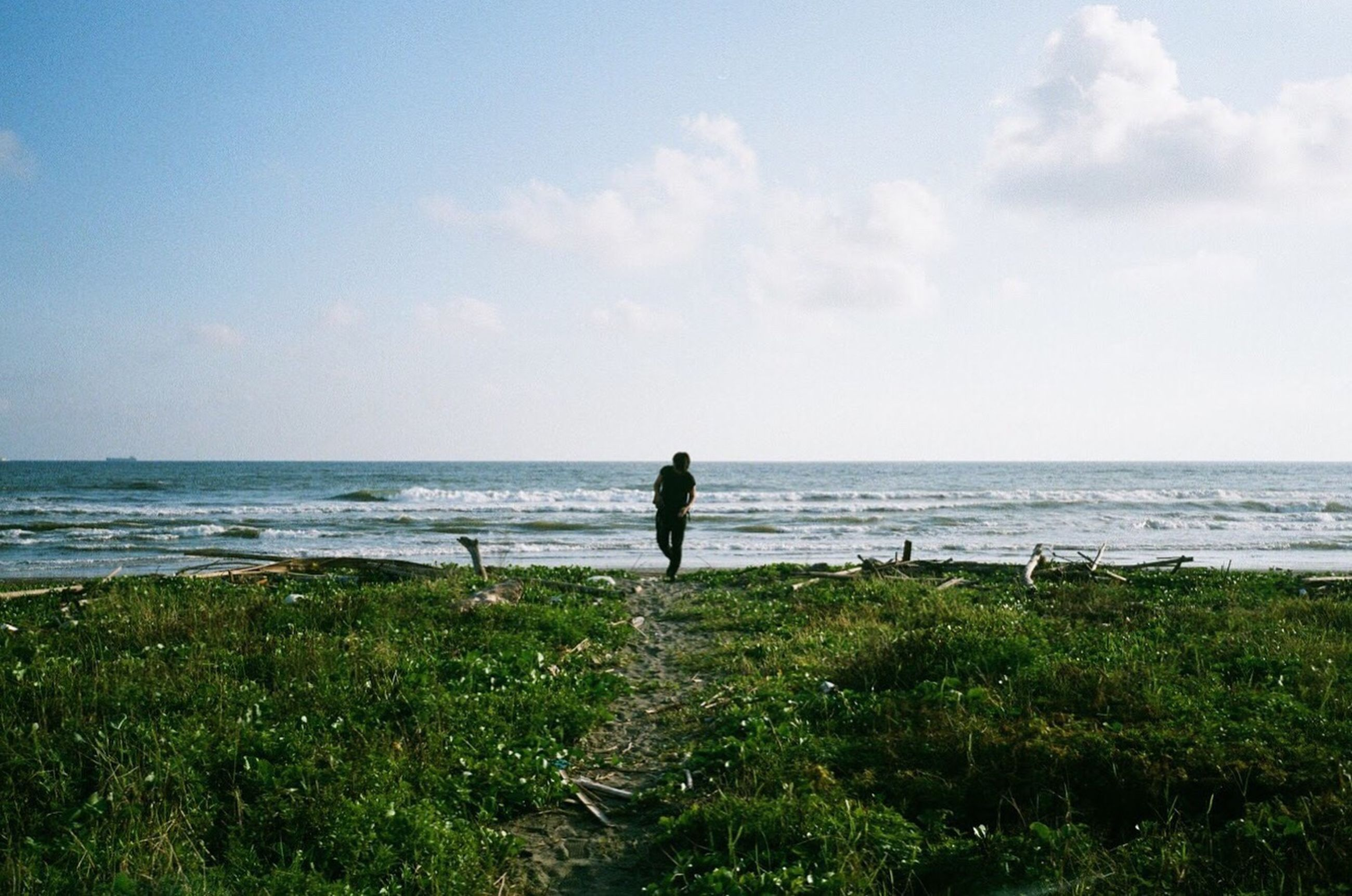 sea, horizon over water, nature, water, sky, standing, beauty in nature, one person, tranquility, scenics, beach, tranquil scene, outdoors, full length, day, vacations, people