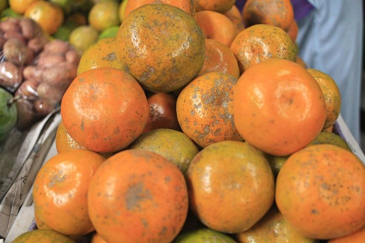 Oranges Food Fruit Sale Market Day For Sale Choice Food And Drink Market Stall Business Street Market Retail  Freshness Close-up Ripe Healthy Eating No People Wellbeing Abundance Heap Small Business Large Group Of Objects Retail Display