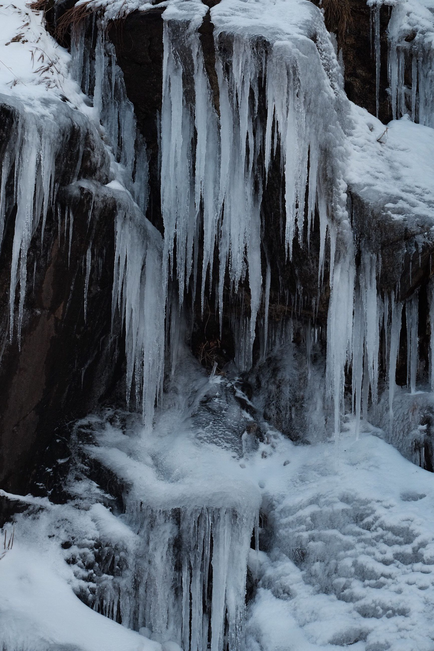 nature, beauty in nature, winter, snow, cold temperature, geology, physical geography, tranquility, scenics, travel destinations, frozen, day, landscape, no people, outdoors, motion, stalactite, waterfall, water