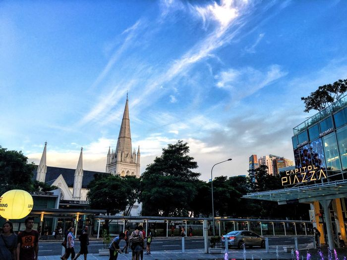 Hasn't been active 😁 took this while attending a art festival lovely Skyline that evening Singapore Cityhall Sky And Clouds Evening Sky Church Travel Photography Photooftheday Photography
