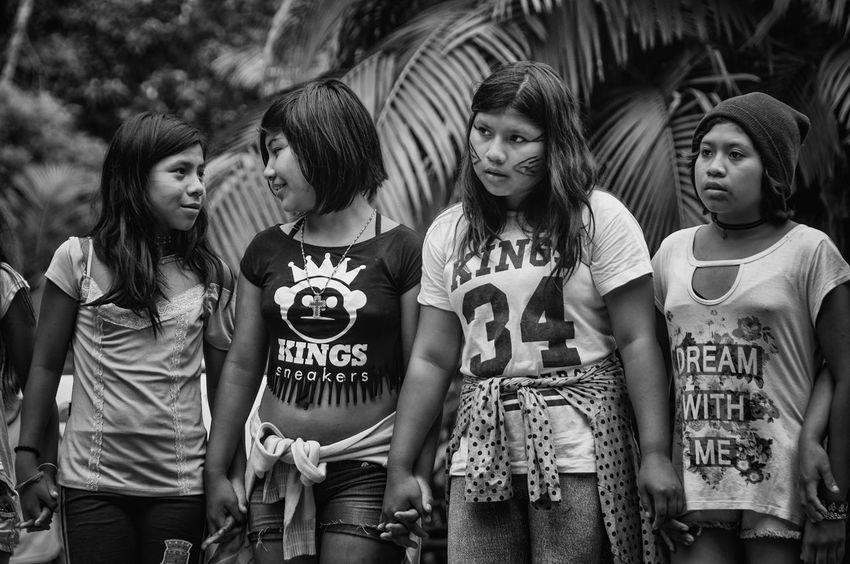Guaranis da Reserva Indígena Rio Silveira dançam e entoam cantos sagrados para se comunicar com Inhanderú. Dance Indian Portrait Of A Woman Rio Silveira Indian Reservation Travel Photography Aldeia Guarani Black And White Friendship Girls Group Of People Guarani Indian Guarani Village Guarani Woman Indigenous Culture Indigenous Dance Indigenous Reservation Indigenous Woman Indigenous Youth Indio Guarani Leisure Activity Lifestyles Praia De Boraceia Real People Reserva Indigena Rio Silveira Young Guarani