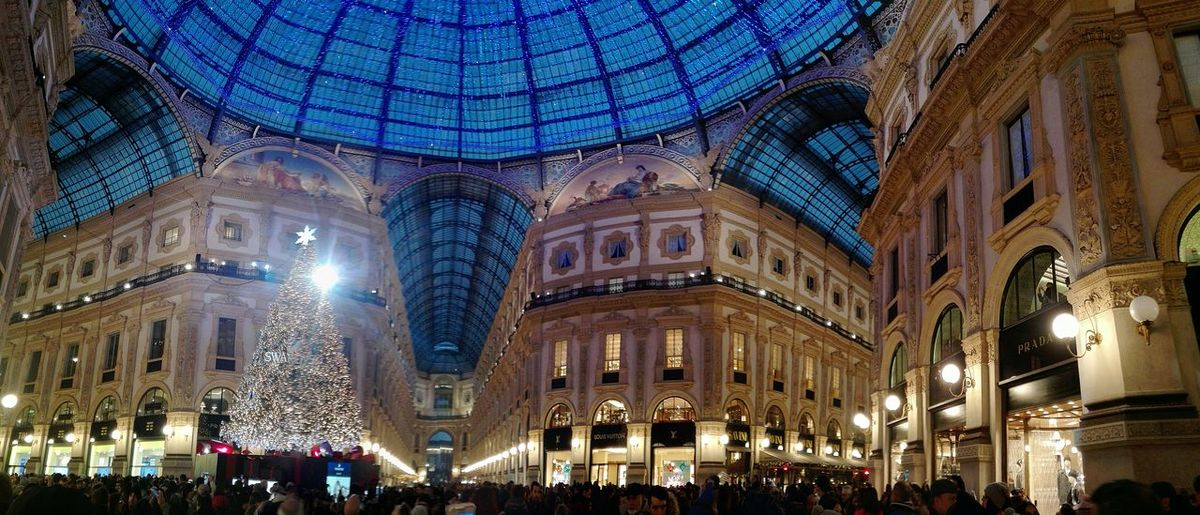 Illuminated Architecture Night Large Group Of People Ceiling Built Structure Low Angle View Travel Destinations Dome Crowd People Milano Milano Galleria Natale 2017 Low Angle View Huawei P8 Lite Huaweiphotography Pontedell'immacolata 08/12/2017